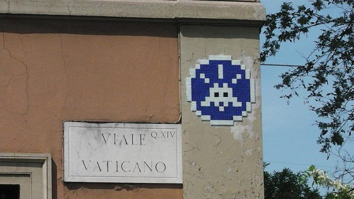 space invader vaticano
